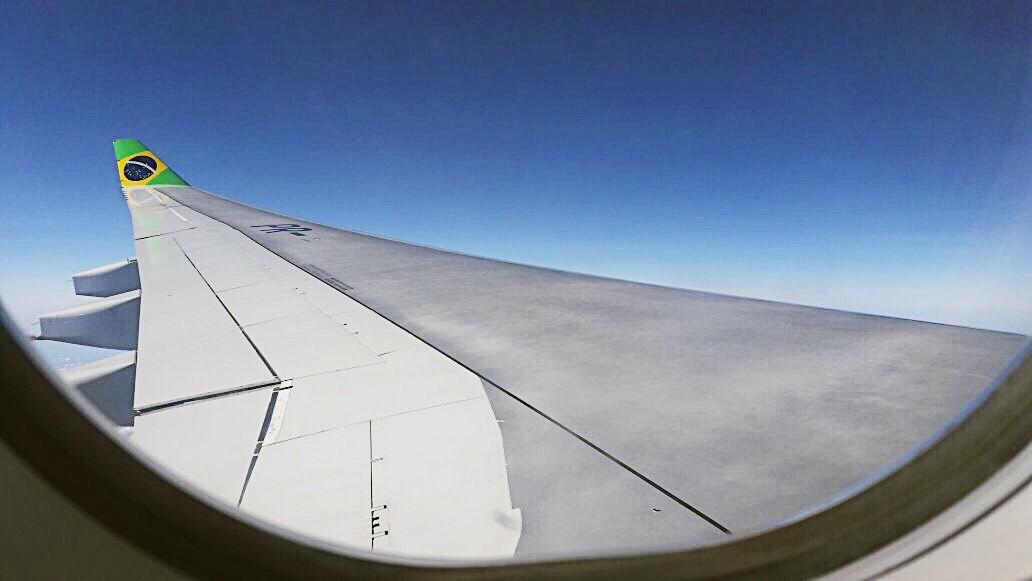 Voando pela Azul
