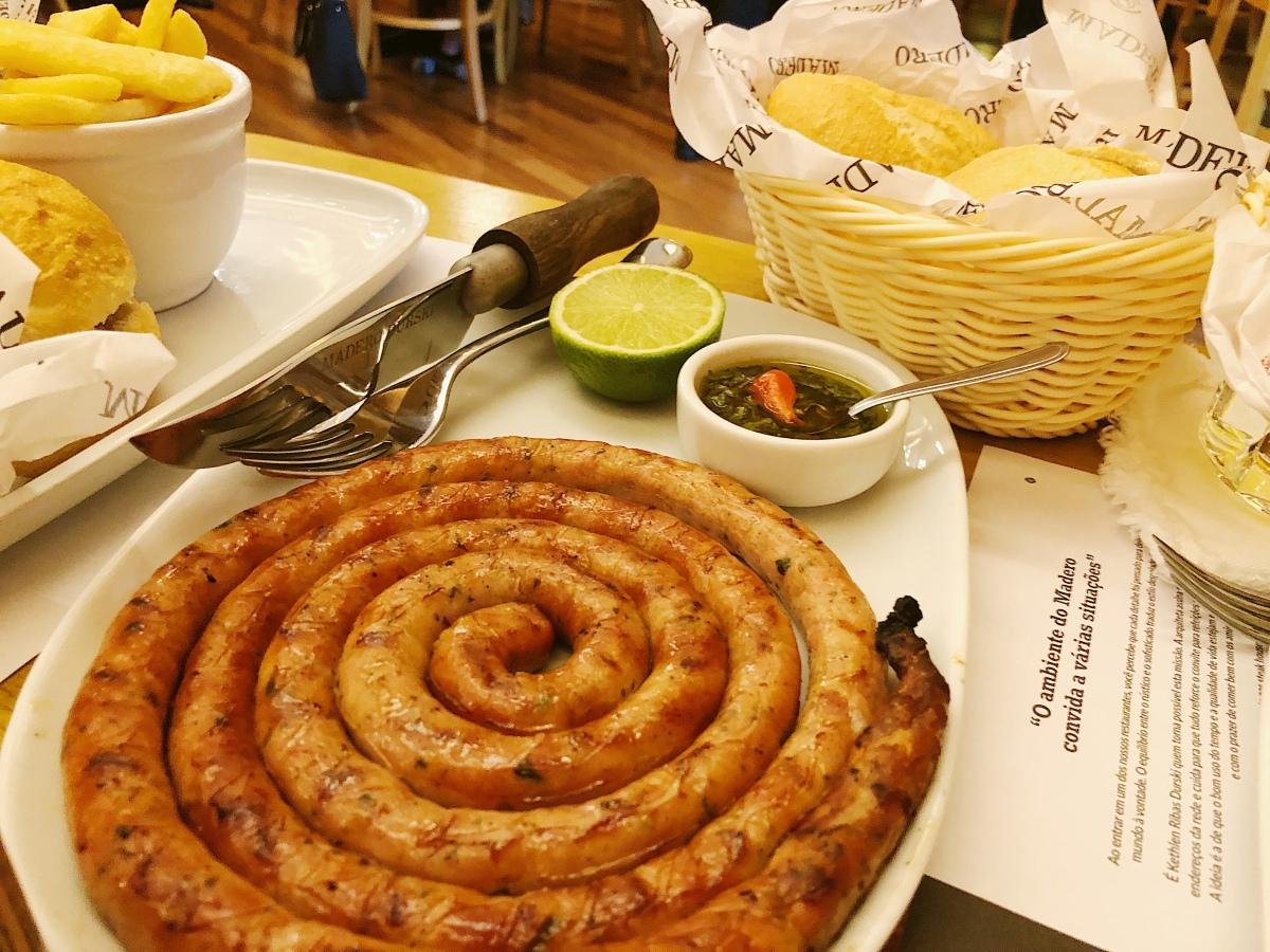 Madero, hambúrguer e opções docardápio.